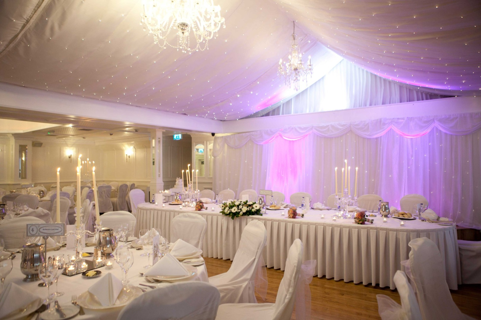 bunratty_castle_hotel_crystal_candleabras